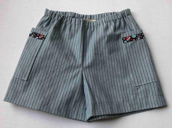 Shorts -lyseblaa-med-hvide-striber-pyntebaand-paa-lommerne-100-proc.-bomuld