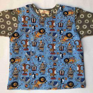T-shirt-med-circusmotiver-korte-aermer-oeko-tex-bomuld-elastan