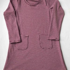Jersey-kjole-stribet-pink-aubergine-oeko-tex-bomuld-elastan
