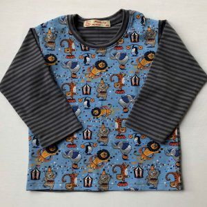 T-shirt-blaa-gråstribet-med-circusfront-og-striber-oeko-tex-bomuld-elastan