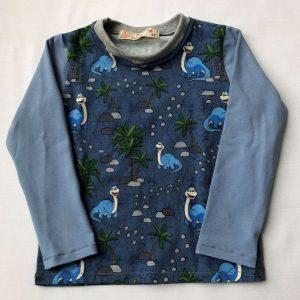 T-shirt-blaa-med-dinosaurere-oeko-tex-95-proc.-bomuld-5-proc.-elastan