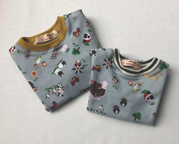T-shirt-lange-aermer-med-bondegaardsmotiv-oeko-tex-bomuld-elastan
