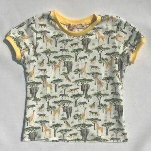 T-shirt-med-safarimotiver-cremfarvet-oeko-tex-95-5-bomuld-elastan