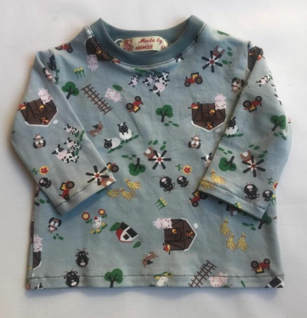 T-shirt-med-lange-aermer-lys-graa-med-bondegaardsmotiv-95-5bomuld-elastan